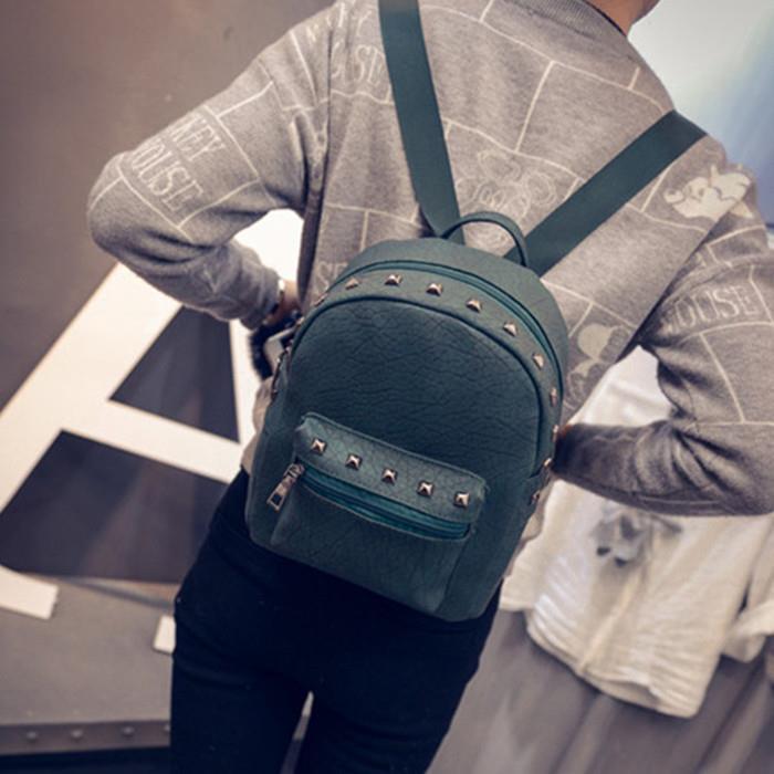 後背包~ 販售~ 簡約鉚釘荔枝紋後背包包~寶來小舖~BB03226