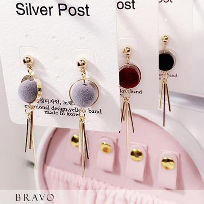 Bravo~韓國絨球耳飾4色~BR7070029ACC