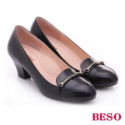 BESO◆極簡風格 真皮鏡面金屬飾扣粗跟鞋 ^~黑色