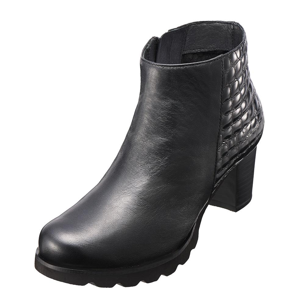俐落 真皮格紋修身短靴^( 黑K15WF058073^)‧牛皮‧短靴‧跟鞋‧靴子~Kimo