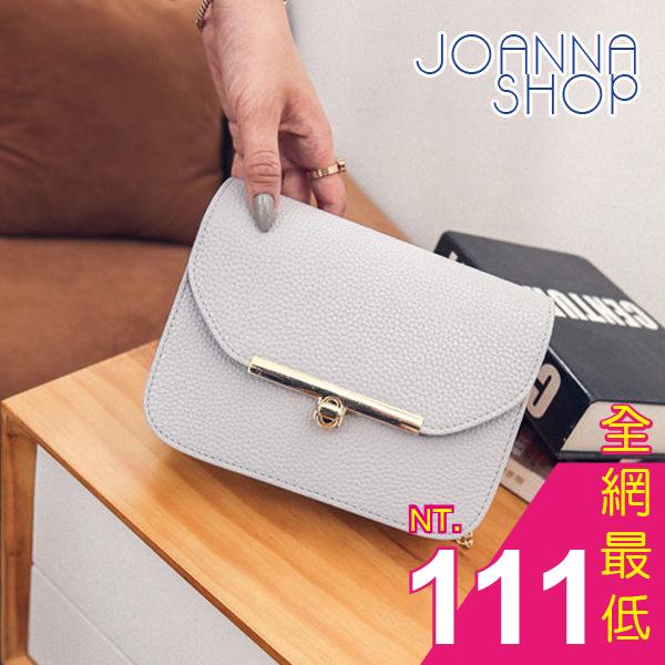 斜背包 描繪優雅金屬扣鍊條肩背包~Joanna Shop