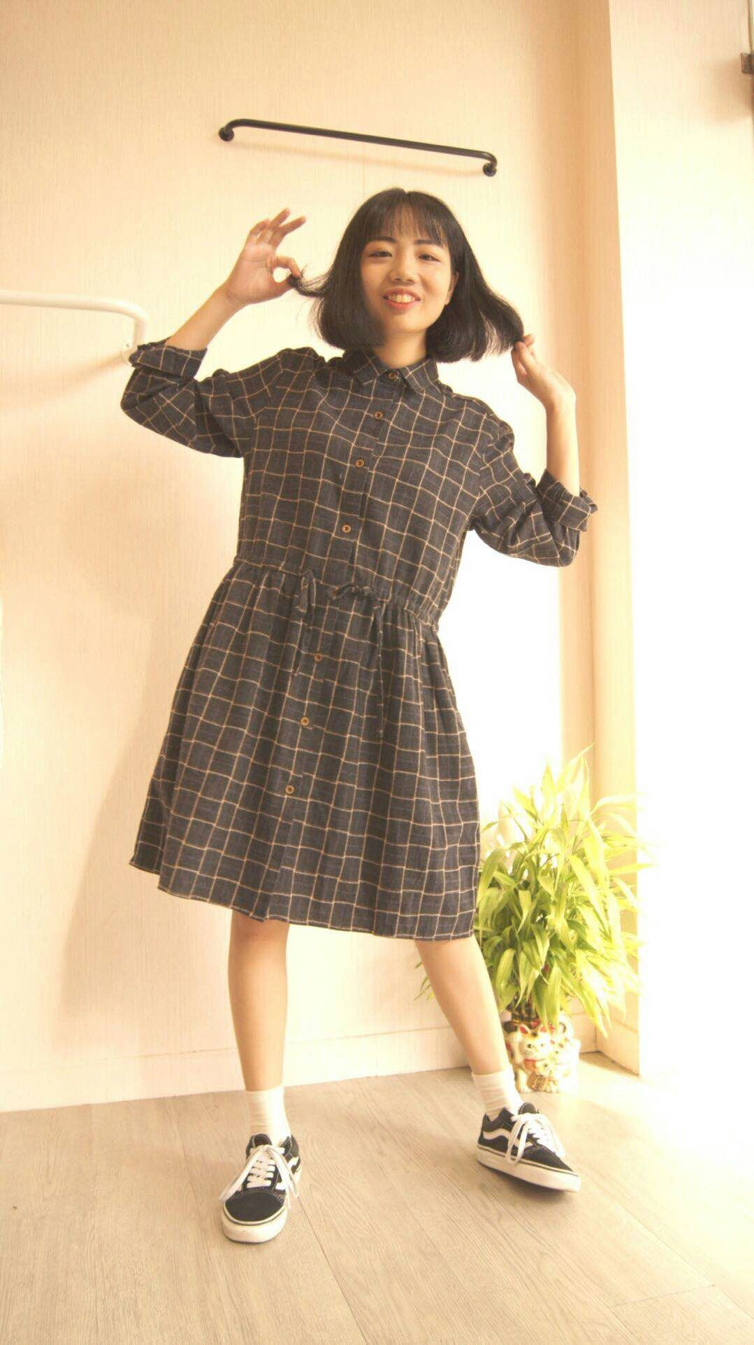 新款秋装韩版学生宽松格子长袖连衣裙显瘦秋冬必备服装