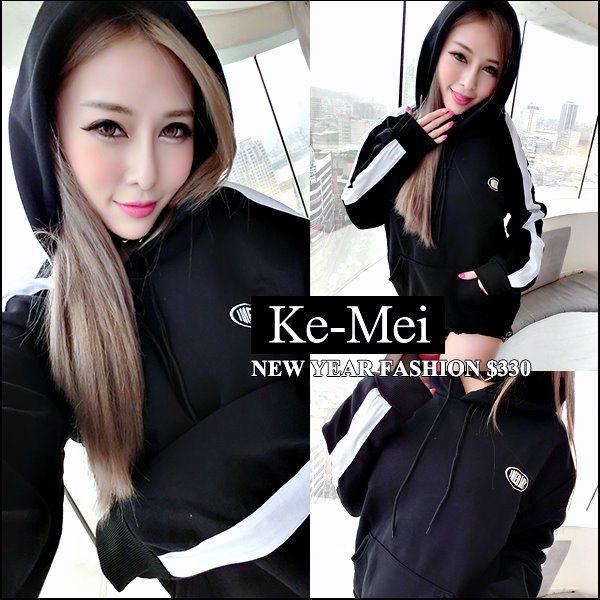 克妹Ke-Mei【AT42538】欧美妞最爱字母图印侧单槓袖刷毛连帽宽T洋装