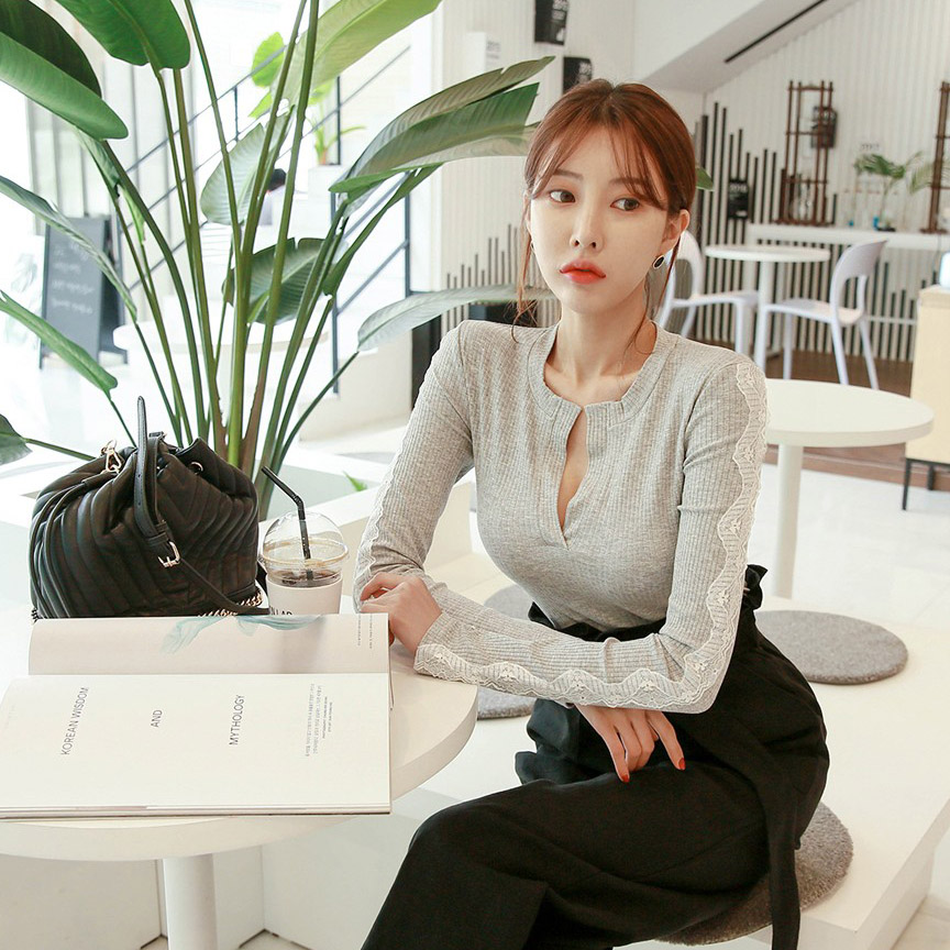 DABAGIRL V领蕾丝条纹上衣 (韩国女装) 【DB52144】