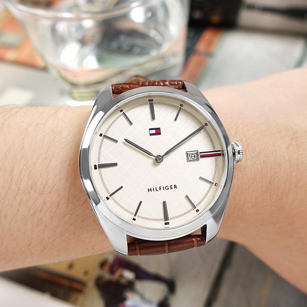 TOMMY HILFIGER / 1710430 / 極簡時尚 日本機芯 日期 壓紋真皮手錶 米白x銀框x棕色 42mm